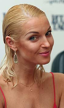 Анастасия Волочкова реагирует на очередной вопрос Анатолия Юркина. Налицо драматический талант театральной актрисы.